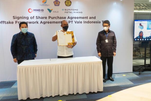 Menteri BUMN Erick Thohir menyaksikan penandatanganan pembelian saham divestasi BUMN Pertambangan MIND ID dengan PT Vale Indonesia.