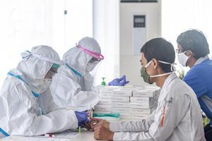 RAPID TEST COVID-19 BURUH DI KARAWANG