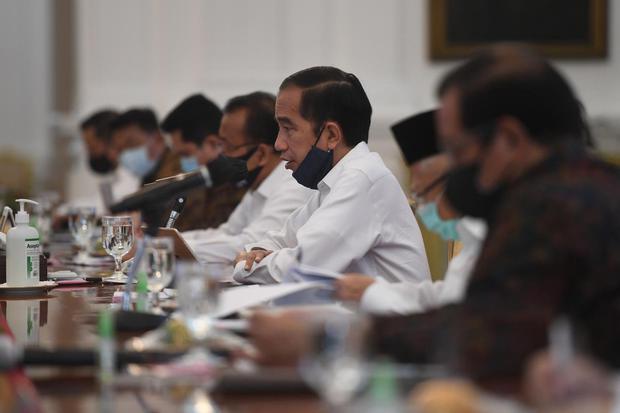 Jokowi Minta Ada Terobosan Tak Biasa untuk Penanganan Corona.