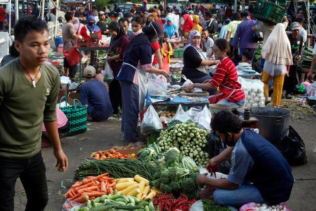 Ilustrasi, aktivitas ekonomi di pasar tradisional. Perekonomian Indonesia diramal terkontraksi hingga minus 6% karena melambatnya aktivitas ekonomi imbas pandemi corona.