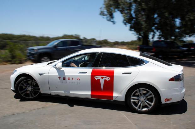 Tesla, pertamina, ess, baterai listrik, mobil listrik