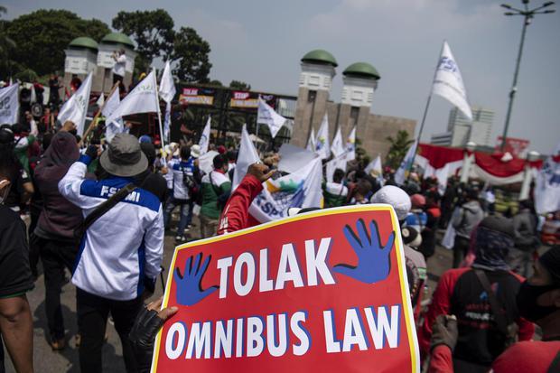 korupsi, cipta kerja, omnibus law