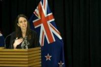 PM Selandia Baru Jacinda Ardern saat mengumumkan restriksi Auckland karena melonjaknya virus corona, Rabu (12/8). (Foto: Facebook Jacinda Ardern)