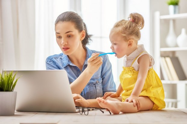 ilustrasi perempuan work from home
