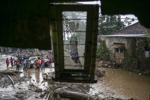 Banjir Bandang Terjang Sukabumi