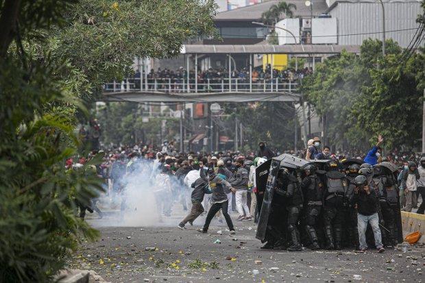 Aksi Tolak Omnibus Law di Harmoni Berujung Bentrok