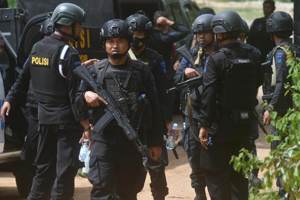 POLISI KEJAR TERDUGA TERORIS DI PALU