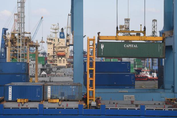 Suasana aktivitas di Pelabuhan Tanjung Priok, Jakarta, Minggu (15/11/2020). Kementerian Perdagangan menyatakan Kerja Sama Ekonomi Komprehensif Regional atau Regional Comprehensive Economic Partnership (RCEP) yang ditandatangani pada (15/11/2020) diharapka