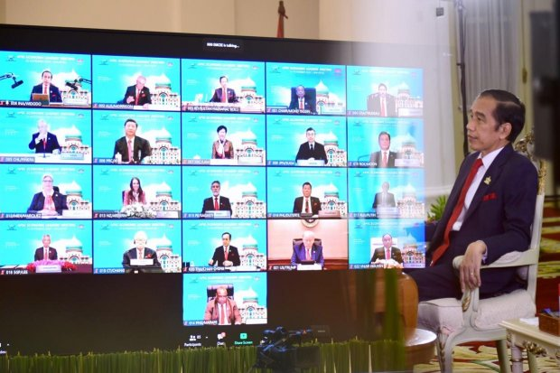 Presiden Jokowi menghadiri KTT APEC, Jumat (20/11) malam, secara virtual dari Istana Kepresidenan Bogor, Jawa Barat.