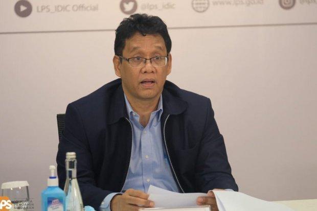 Ketua LPS Purbaya Yudhi Sadewa mengumumkan penurunan tingkat bunga penjaminan LPS dalam rupiah sebesar 0,5% pada Selasa (24/11). Sertifikat deposito masyarakat menyusut pada Februari 2021.