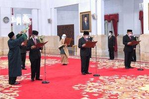 Pelantikan Anggota KY di Istana Negara, Jakarta, Senin (21/12). (Foto: Lukas - Biro Pers Sekretariat Presiden)