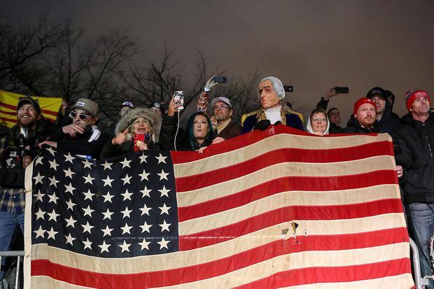 Jim Urquhart Pendukung Presiden AS Donald Trump berkumpul dalam sebuah aksi di Freedom Plaza, menjelang sertifikasi Kongres AS mengenai hasil pemilu November 2020, selama berlangsung protes di Washington, Amerika Serikat, Selasa (5/1/2021).