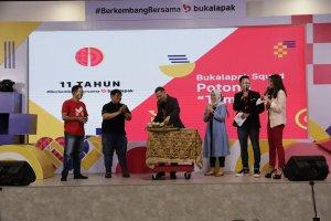 """CEO Bukalapak Rachmat Kaimuddin menyampaikan sambutan dalam acara virtual syukuran """"11 Tahun #BerkembangBersama Bukalapak"""" di Jakarta, Minggu (10/1)"""