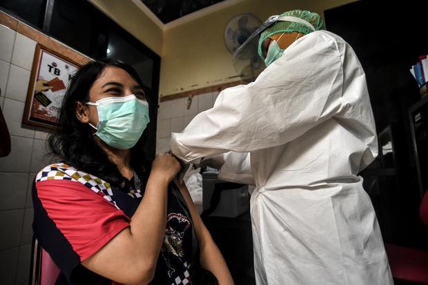 vaksin virus corona, covid-19, virus corona, pandemi corona, pandemi, jakarta, gerakan 3M