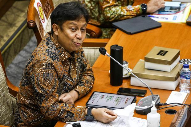 Menteri Kesehatan Budi Gunadi Sadikin memberikan paparan saat menghadiri rapat kerja bersama Komisi IX DPR di Kompleks Parlemen, Senayan, Jakarta, Rabu (13/1/2021). Rapat tersebut membahas ketersediaan vaksin dan pelaksanaan vaksinasi COVID-19.