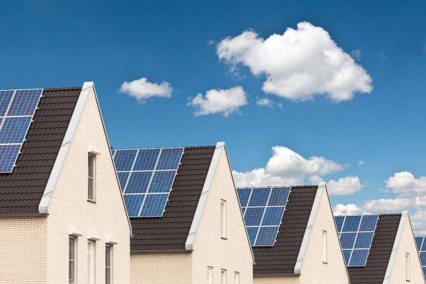 pln, plts atap, plts, pembangkit listrik tenaga surya, kementerian esdm, energi baru terbarukan, energi