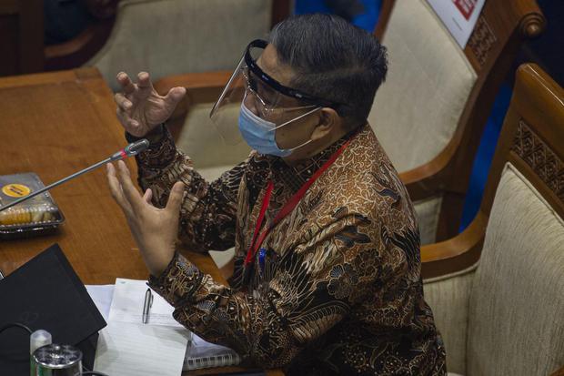 Direktur LBM Eijkman Amin Soebandrio menyampaikan paparan saat rapat kerja bersama Komisi VII DPR terkait Vaksin Merah putih di kompleks Parlemen, Jakarta, Senin (18/1/2021). Pemerintah menargetkan penyerahan bibit vaksin kepada Bio Farma dapat dilakukan