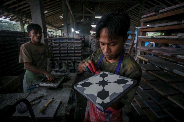 Produksi Keramik Lantai