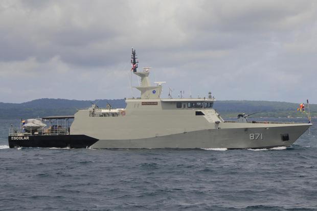 KRI Escolar 871 berlayar di antara Selat Pulau Semau dan Kupang saat tiba di Dermaga Lantamal VII Kupang, NTT, Kamis (28/01/2021. Lantamal VII Kupang mendapat tambahan satu unit kapal perang KRI Escolar untuk membantu pengamanan di wilayah perairan NTT ya