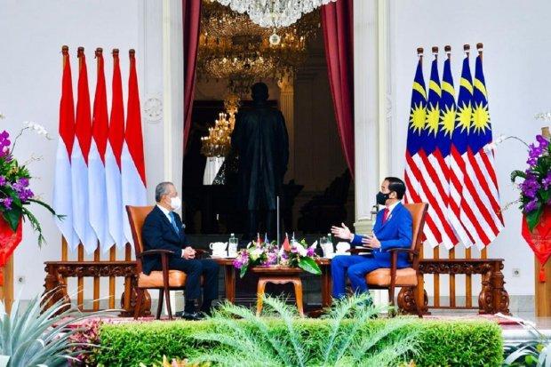 Presiden Joko Widodo menggelar pertemuan bilateral dengan Perdana Menteri Malaysia Muhyiddin Yassin di Istana Merdeka, Jumat (5/2) Foto: Laily Rachev