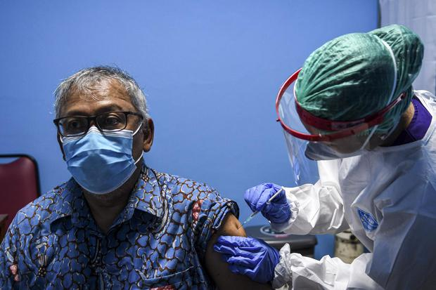 vaksin virus corona, lansia, covid-19, virus corona, pandemi corona, pandemi, jakarta, gerakan 3M