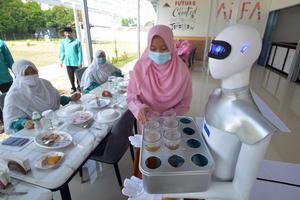 ROBOT PELAYAN KAFE CIPTAAN SANTRI