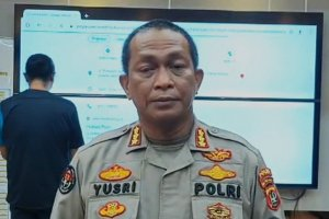 Kabid Humas Polda Metro Jaya Kombes Yusri Yunus saat menjelaskan kronologi pria yang menodongkan senjata ke pengendara motor di Duren Sawit, Jakarta T