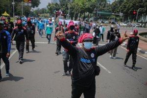 Aksi Buruh Tuntut THR 2021