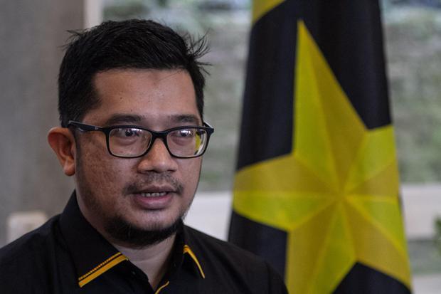 Ketua Umum Partai Ummat Ridho Rahmadi memberikan keterangan kepada wartawan di Sleman, DI Yogyakarta, Kamis (29/4/2021). Ridho Rahmadi menjadi Ketua Umum Partai Ummat pertama yang sebelumnya diumumkan dalam acara deklarasi Partai Ummat secara virtual.