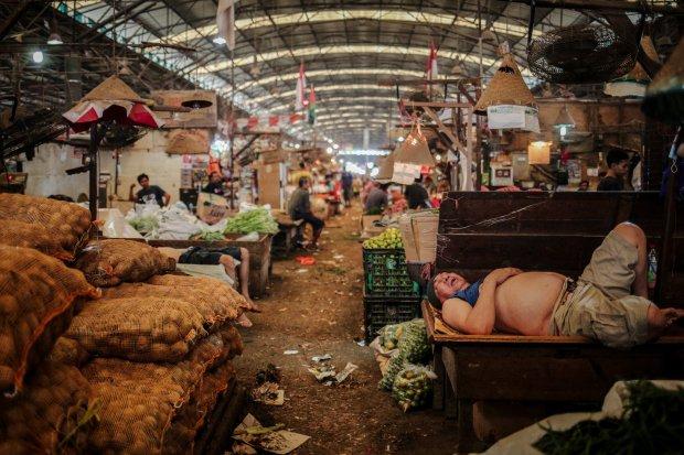 Pasar merupakan salah satu tempat konsep dasar ilmu ekonomi diterapkan.