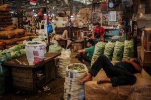Imbas PPKM Level 4, Omzet Pedagang Pasar Tradisional Anjlok Hingga 50%
