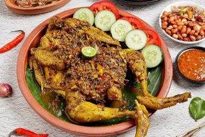 Ayam Betutu makanan khas Bali yang kaya rempah