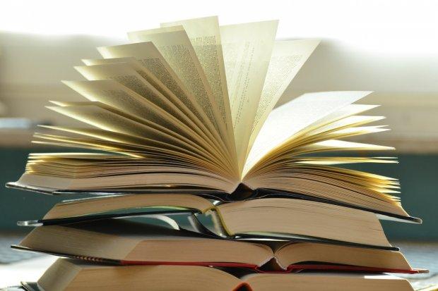 Pengertian, Struktur Teks, dan Ciri-Ciri Teks Eksplanasi