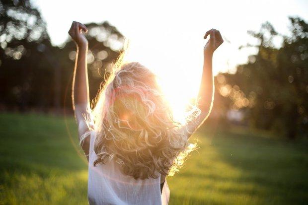 Sunscreen terbaik melindungi kulit saat beraktivitas di bawah terik matahari.