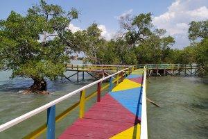 Suasana Taman Wisata Laut Labuhan yang merupakan program CSR PHE WMO di Bangkalan, Madura, Jawa