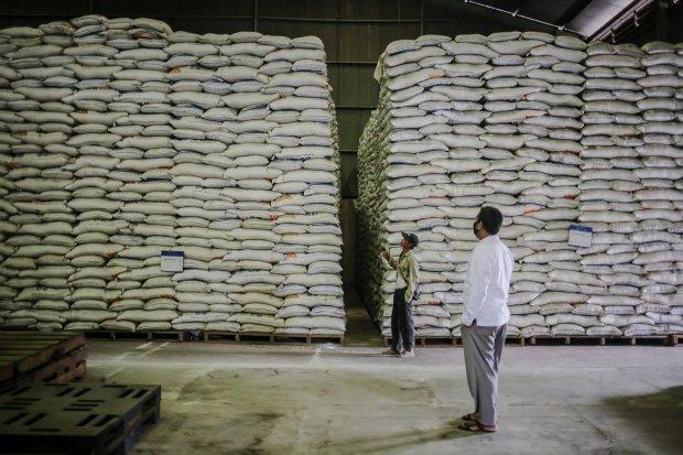 Perusahaan beras merupakan contoh perusahaan yang bersaing di pasar persaingan sempurna.