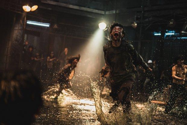 Salah satu adegan dalam film zombie terbaik berjudul Train to Busan: Peninsula
