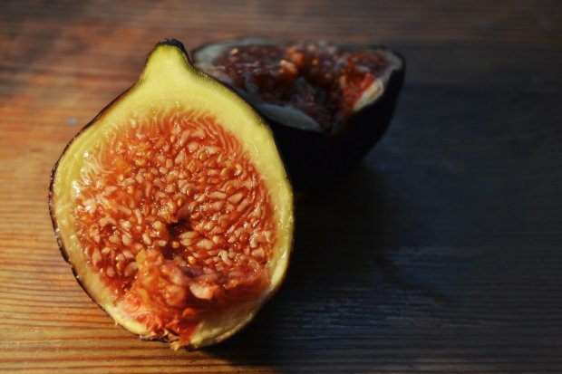 Manfaat buah tin didapatkan dari kandungan serat, vitamin, dan mineral