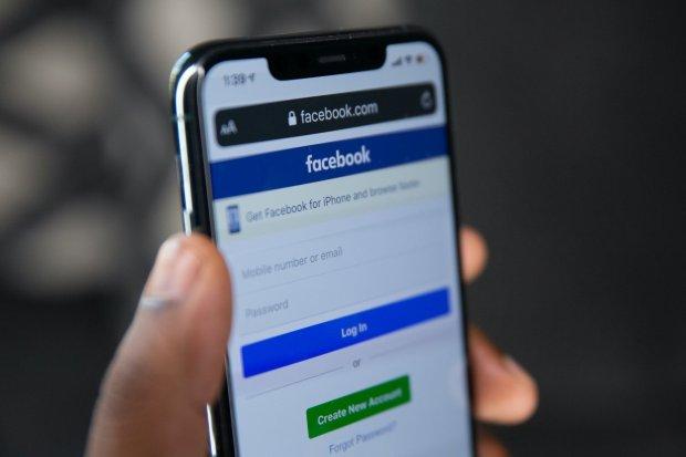 Ilustrasi cara mengganti nama Facebook