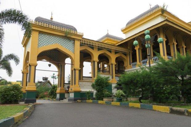 Bangunan Istana Maimun sebagai tempat wisata di Medan