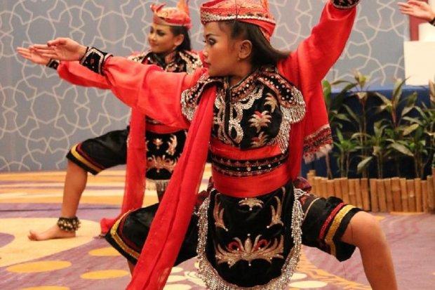 Ilustrasi Tari Remo yang merupakan tari adat Jawa Timur