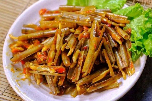 Salah satu makanan khas Madura adalah lorjuk, yaitu sejenis kerang yang hidup di pantai di Pulau Madura
