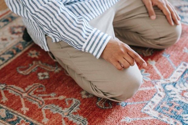 Ilustrasi doa tahiyat akhir.