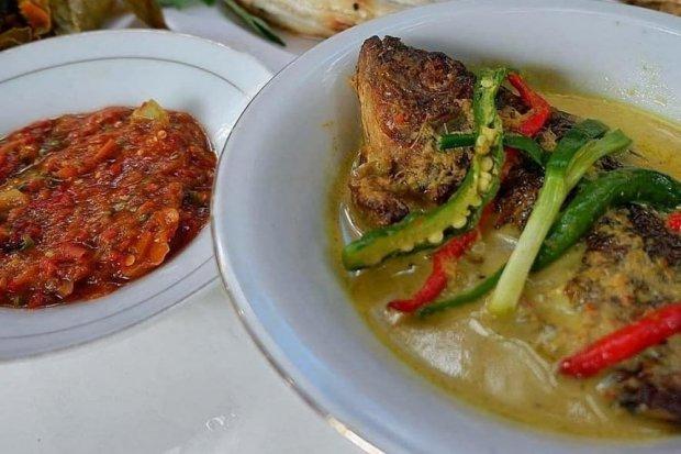 Gulai Taboh merupakan makanan khas Lampung.