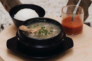Sajian Chicken Ginseng soup Restoran Zingdo Medan