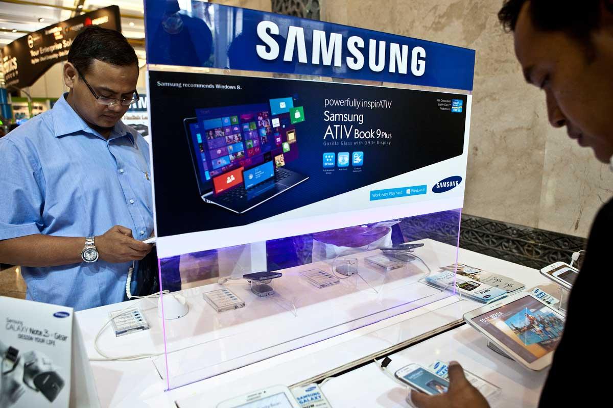 Ilustrasi, produk besutan Samsung. Pada kuartal I 2020, Samsung diprediksi akan mampu mencatatkan laba US$ 5,23 miliar. Meski penjualan ponsel diperkirakan anjlok, namun kinerja Samsung diperkirakan akan ditopang oleh penjualan chip memory.