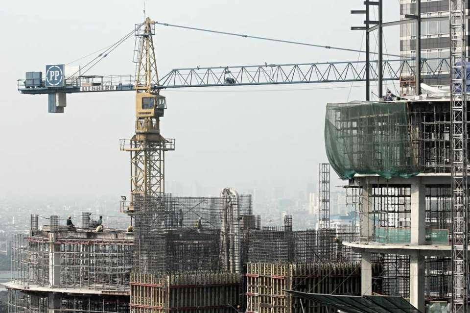 Pembangunan gedung perkantoran di Jakarta.